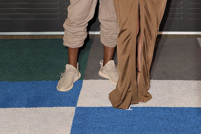kanye-west-yeezy-boost-350-beige-adidas-originals-VMA-red-carpet-00001